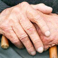 Кто позаботится о преданном в старости?